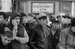 Смена приоритетов? Почему мигранты массово отправляются не в Россию, а в Казахстан